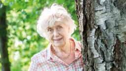 Kerstin Ekman in sunshine next to a tree