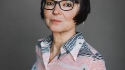 Anneli Jordahl in glasses, with grey background